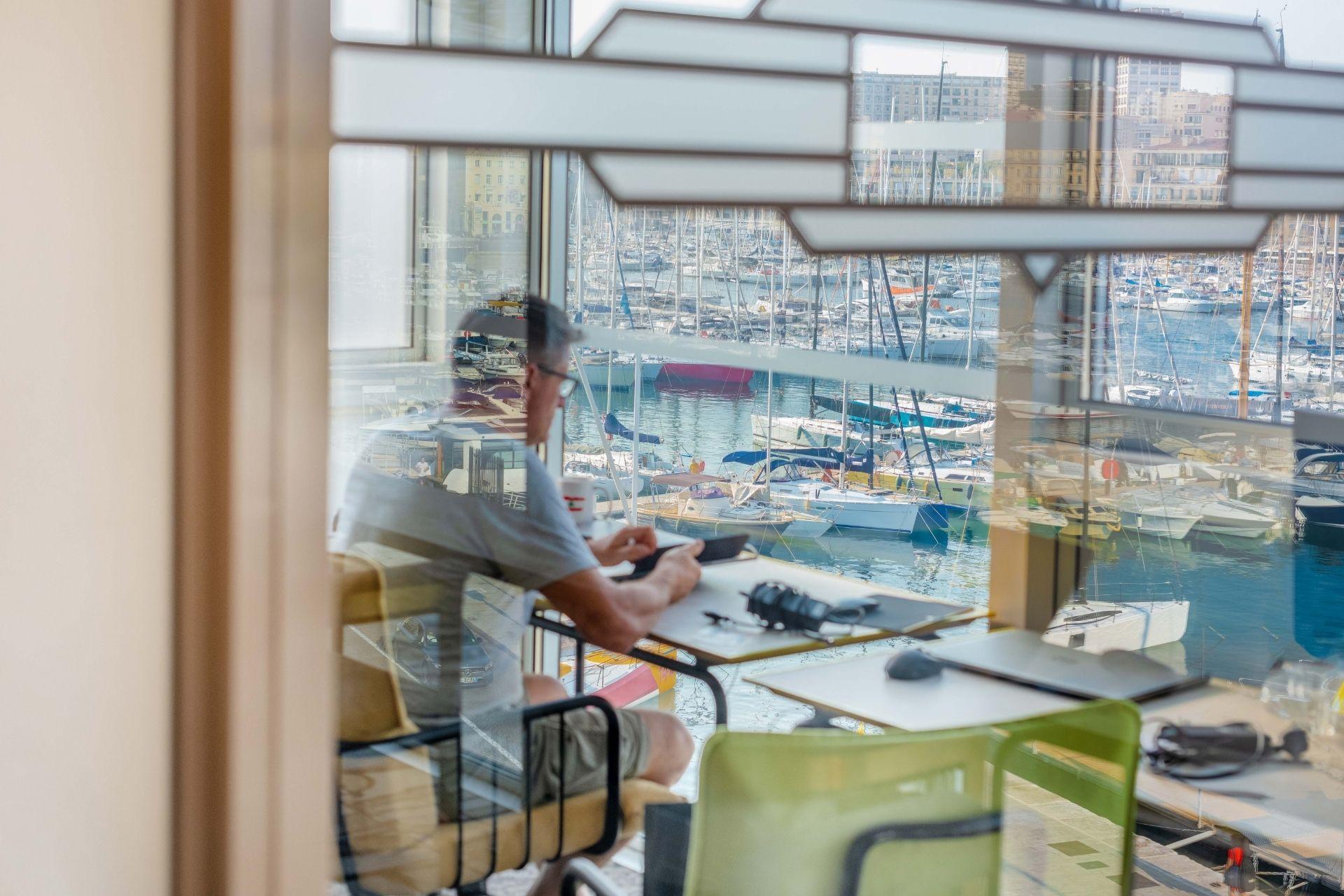 Offre globe trotteur chez now coworking à Marseille - Location de bureaux